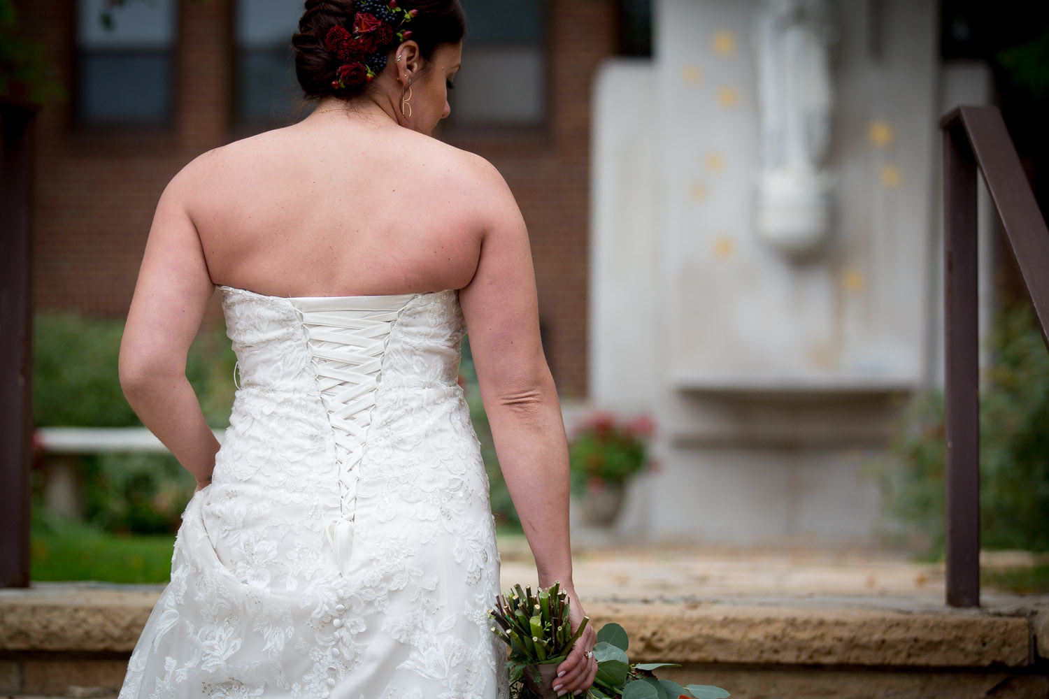 10-relaxed-fun-casual-bridal-portraits-back-of-the-dress-mn-wedding-photographer-mahonen-photography.jpg