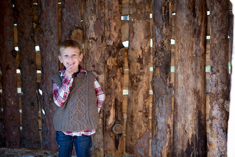 05-hansen-tree-farm-christmas-mini-sessions-minnesota-family-photographer-hand-knit-sweater-vest-red-plaid-festive-mahonen-photography.jpg
