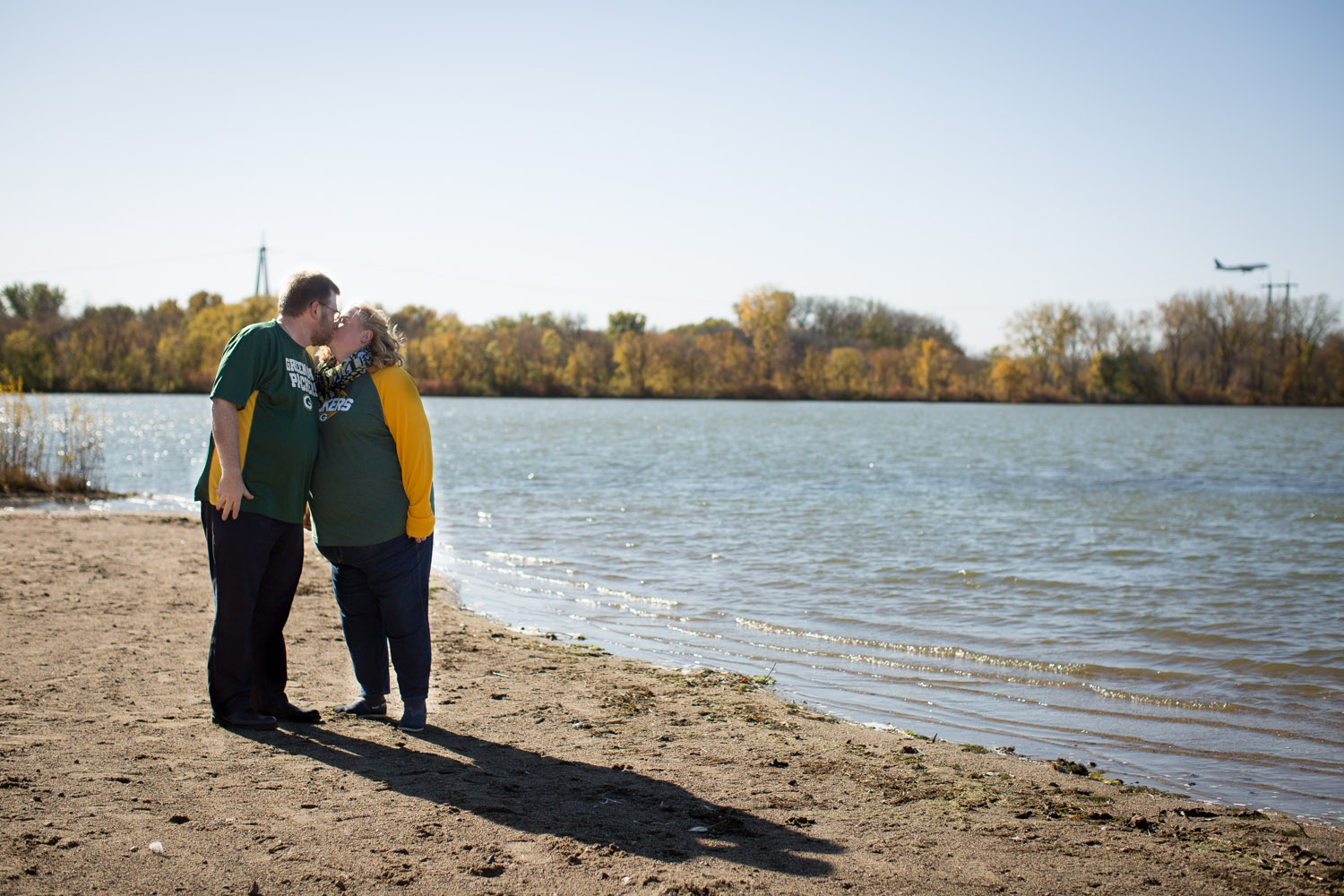 07-mn-fall-photographer-fort-snelling-state-park-minnesota-photo-session-chihuahua-color-foliage-packers-vs-vikings-family-fued-fun-mahonen-photography.jpg