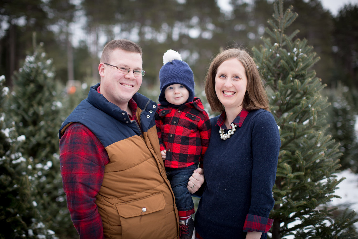 01-hansen-tree-farm-christmas-family-of-three-photographer-mn-red-sled-plaid-baby-boy-mahonen-photography.jpg