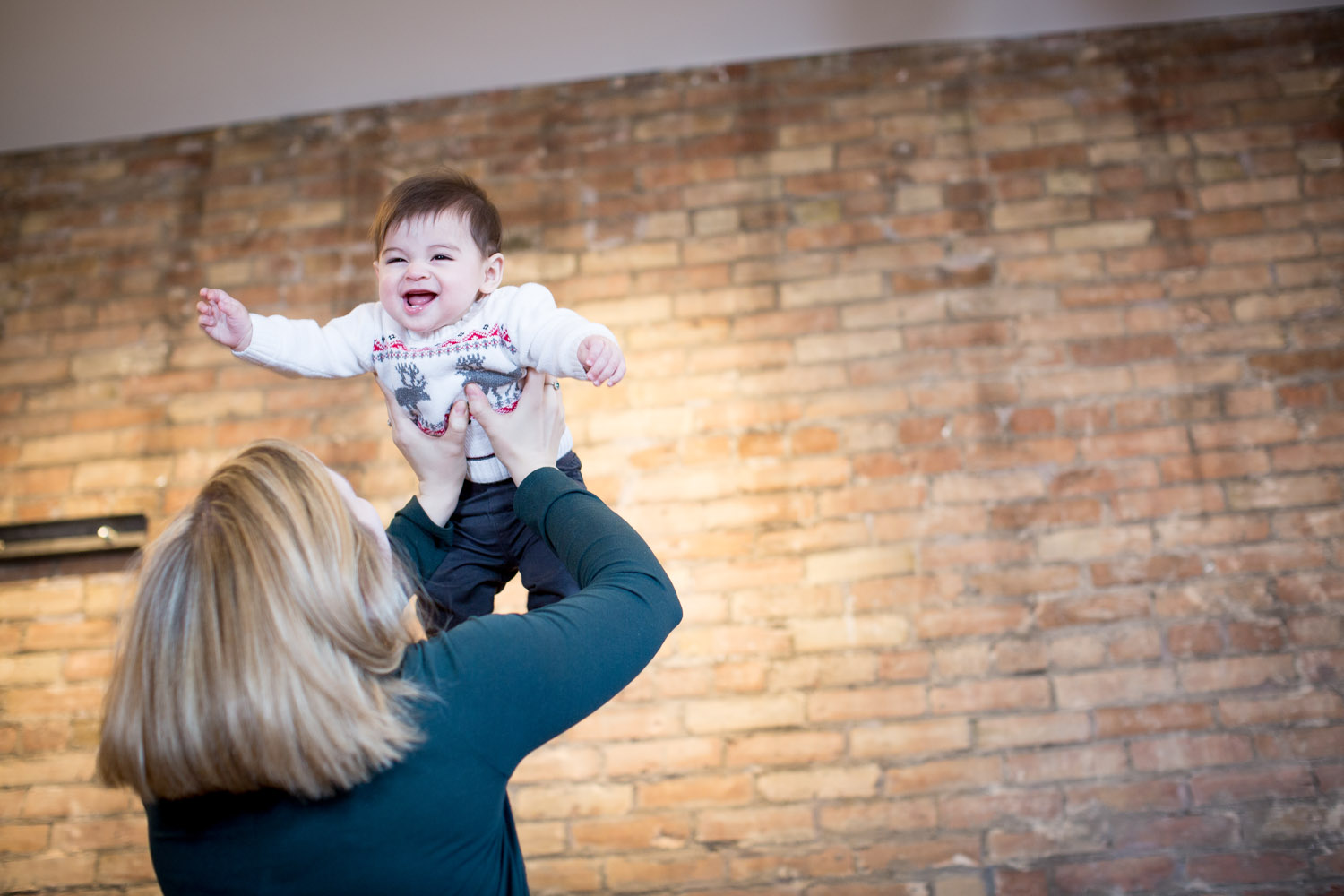 04-mn-studio-family-photgrapher-brick-wall-flying-with-momma-6-month-old-boy-portrait-mahonen-photography.jpg