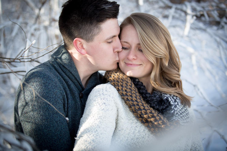 06-minnesota-winter-wonderland-mn-engagement-photographer-theodore-wirth-park-snowy-trees-mahonen-photography.jpg