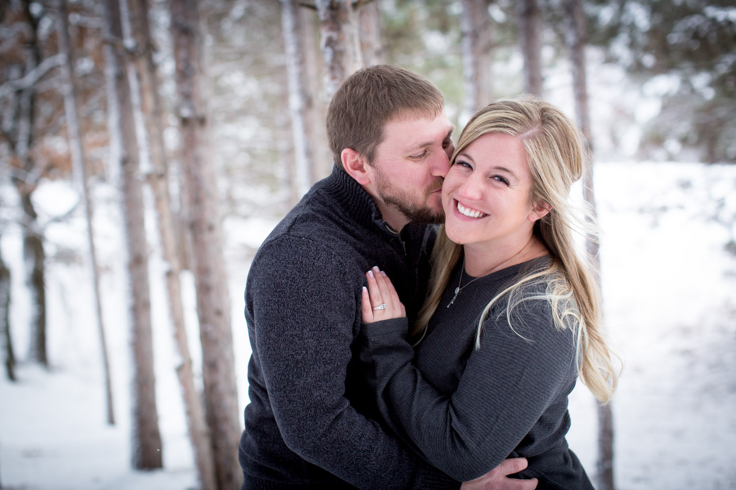 02-bunker-hill-regional-park-winter-wonderland-minnesota-engagement-photographer-tall-pines-snowy-day-fun-photo-session-mahonen-photography.jpg