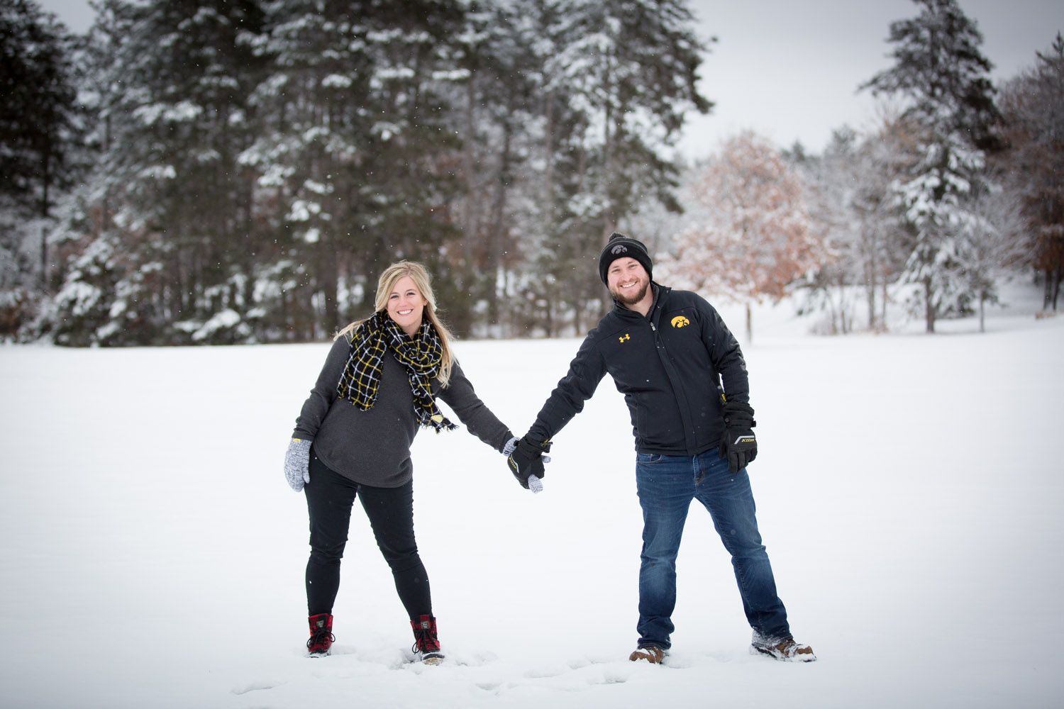 06-bunker-hill-regional-park-winter-wonderland-minnesota-engagement-photographer-snowy-day-snow-field-hawkeye-fans-fun-photo-session-mahonen-photography.jpg