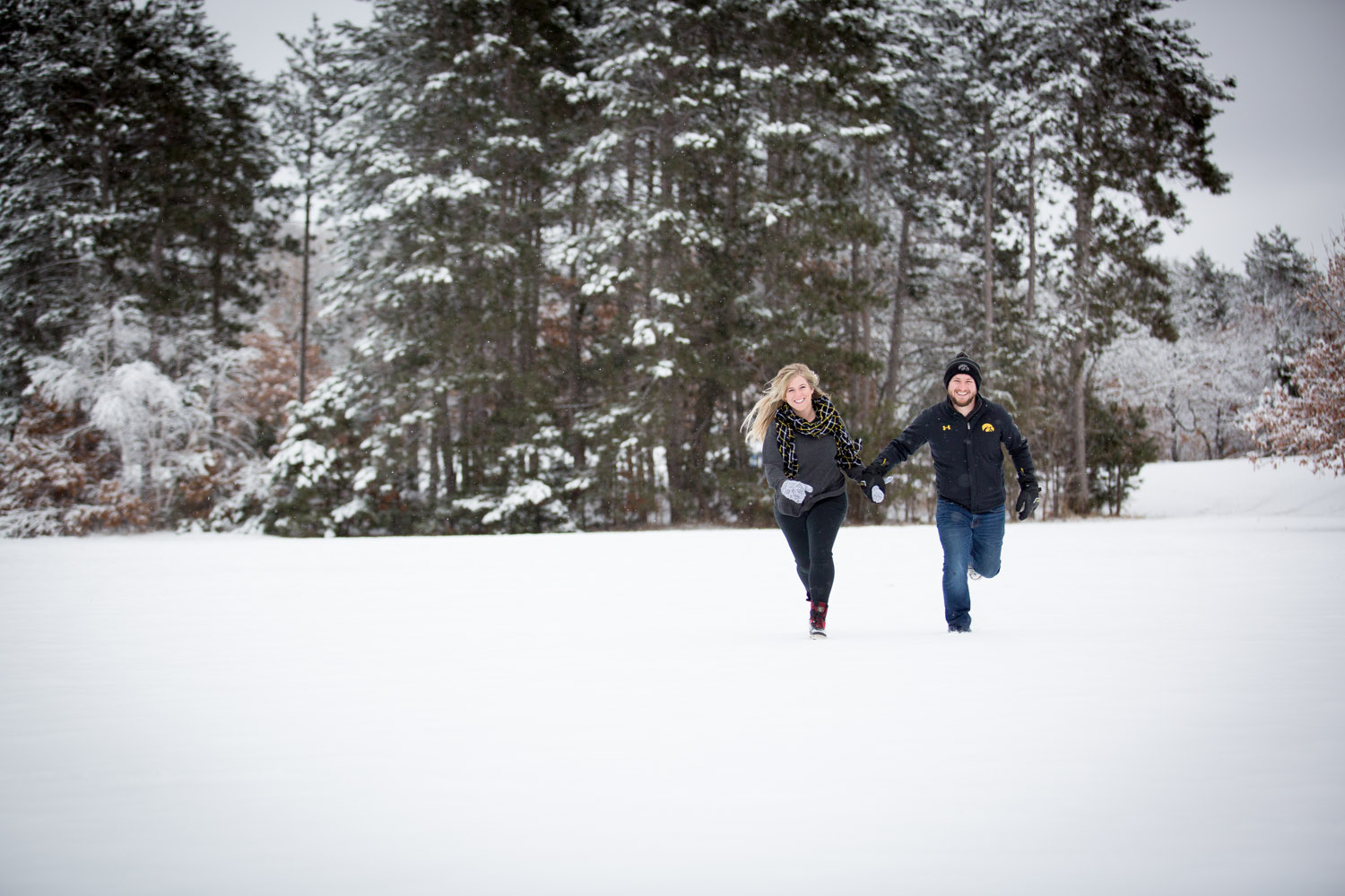 07-bunker-hill-regional-park-winter-wonderland-minnesota-engagement-photographer-snowy-day-snow-field-hawkeye-fans-fun-photo-session-mahonen-photography.jpg