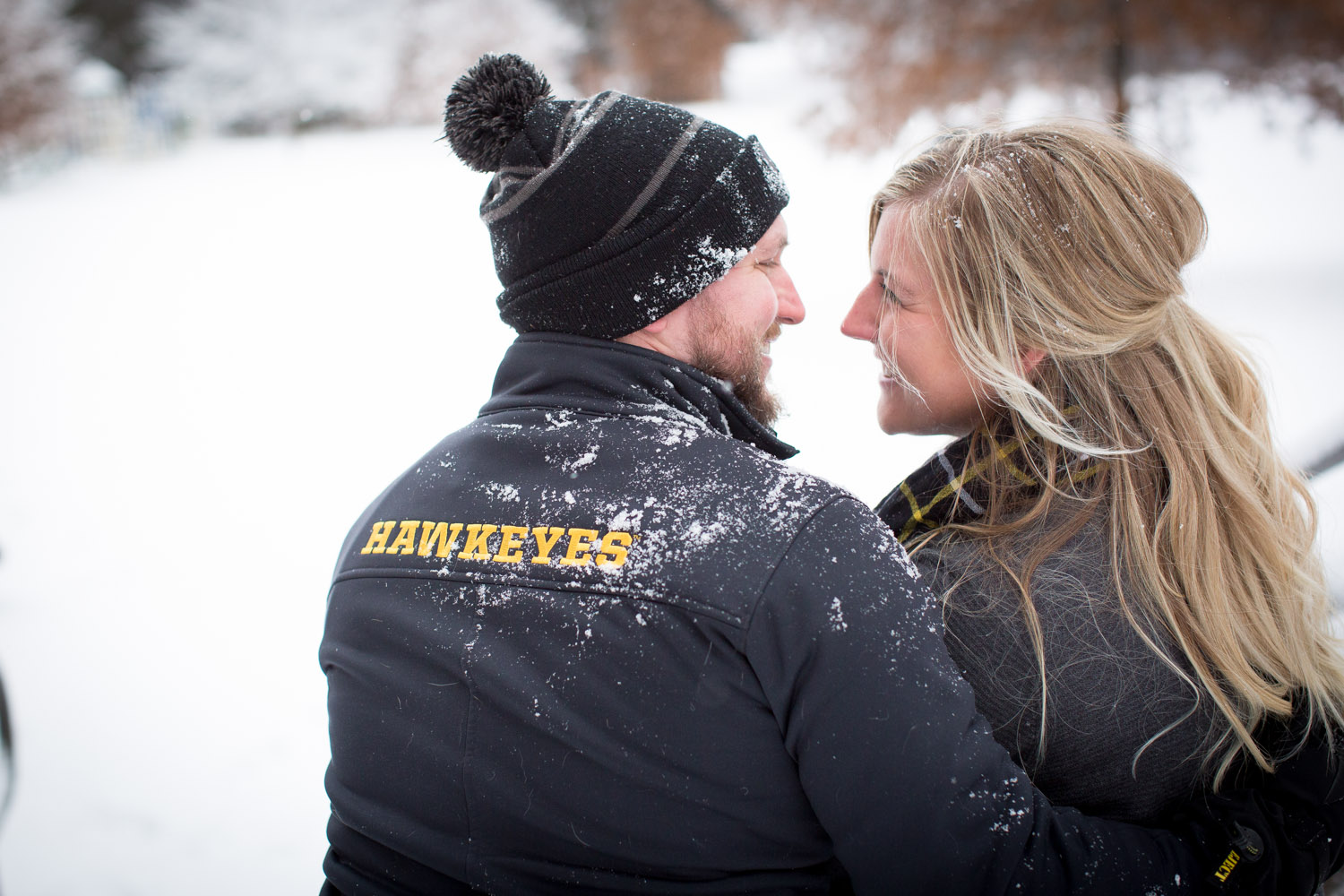 09-bunker-hill-regional-park-winter-wonderland-minnesota-engagement-photographer-snowy-day-snow-field-hawkeye-fans-fun-photo-session-mahonen-photography.jpg