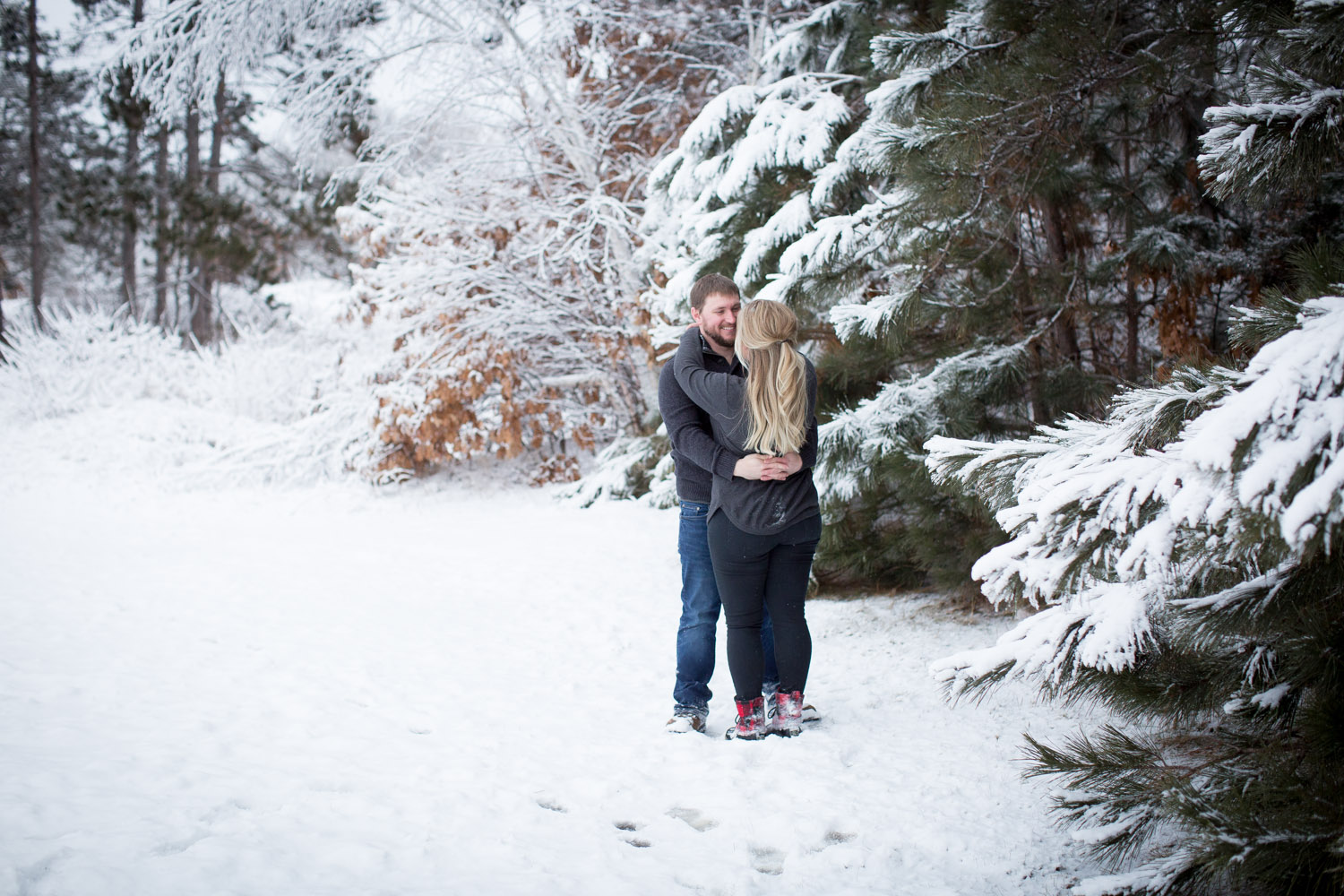 11-bunker-hill-regional-park-winter-wonderland-minnesota-engagement-photographer-snowy-day-fun-photo-session-mahonen-photography.jpg
