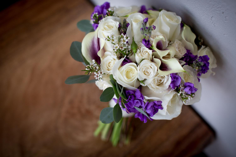 05-cornerstone-studios-wedding-professionals-small-events-details-flowers-purple-white-bridal-bouquet-mahonen-photography.jpg