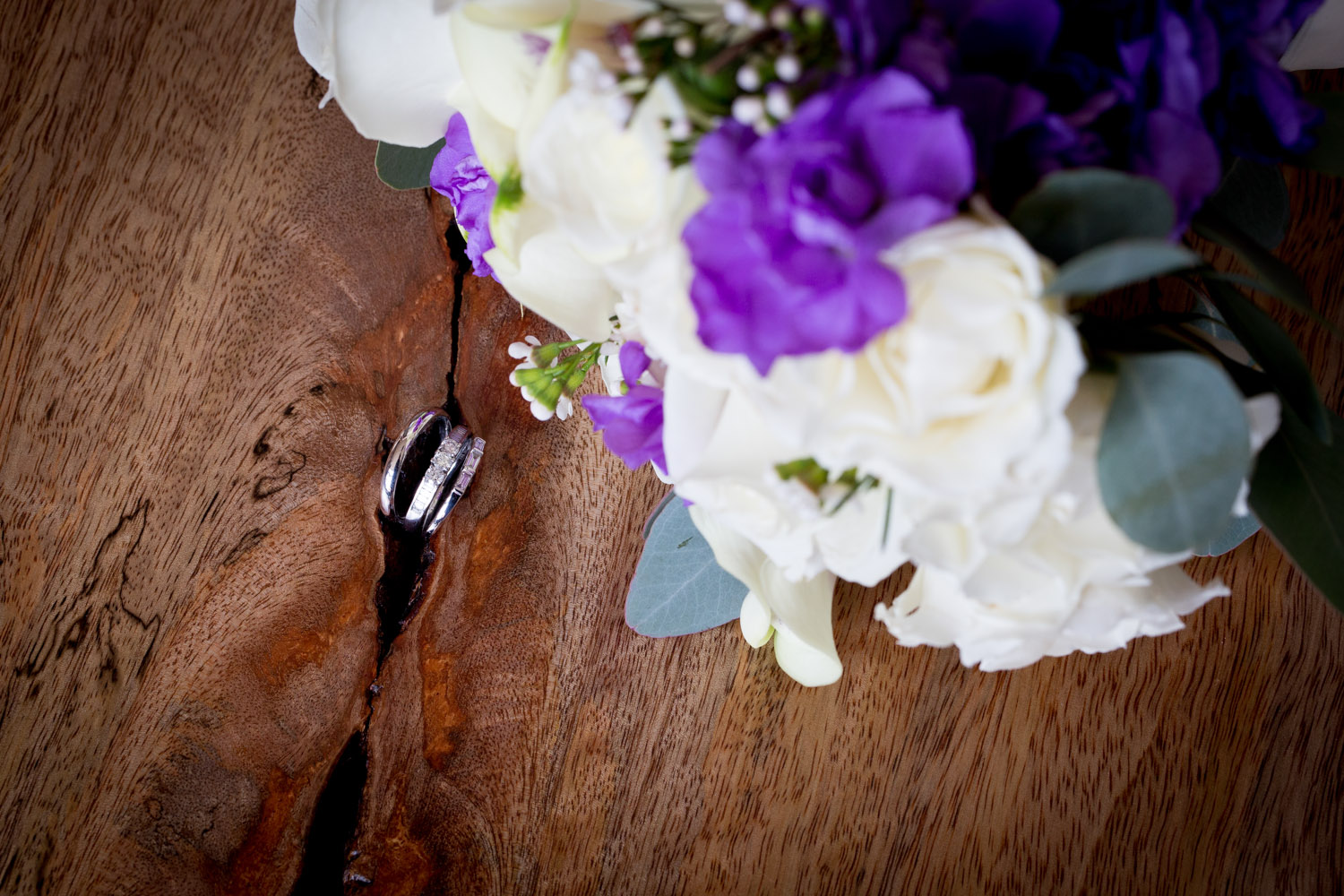 06-cornerstone-studios-wedding-professionals-small-events-details-flowers-purple-white-bridal-bouquet-rings-mahonen-photography.jpg