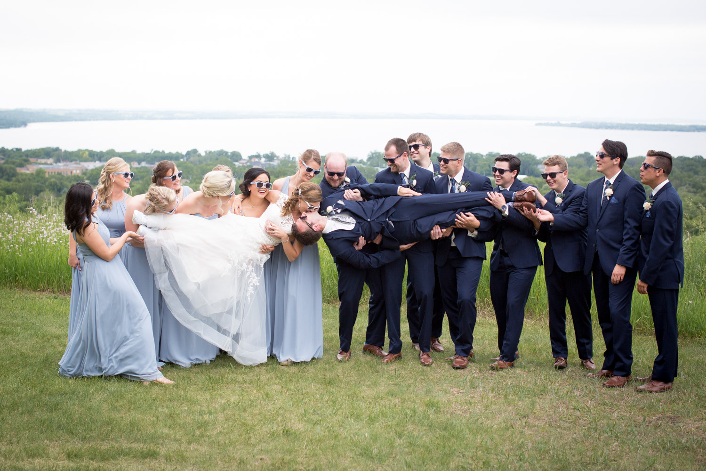 10-northern-minnesota-summer-lake-wedding-party-fun-photo-mahonen-photography.jpg