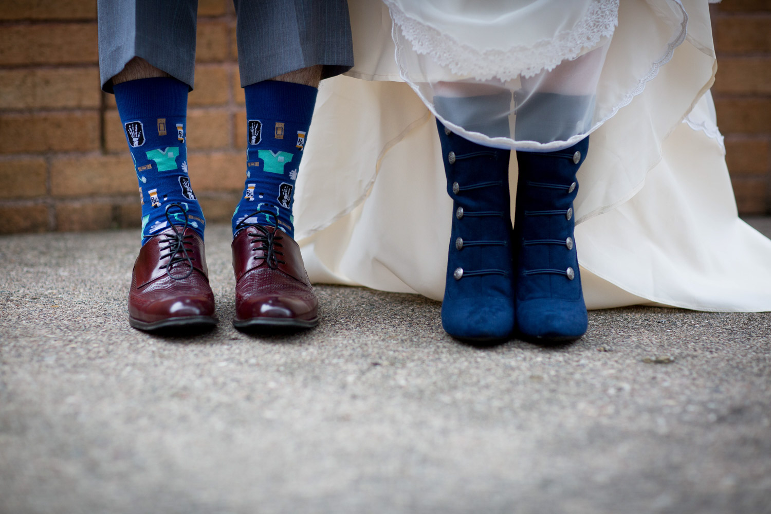 08-mount-zion-jewish-temple-wedding-day-bride-groom-details-shoes-navy-suede-boots-fun-doctor-socks-personality-mahonen-photography.jpg
