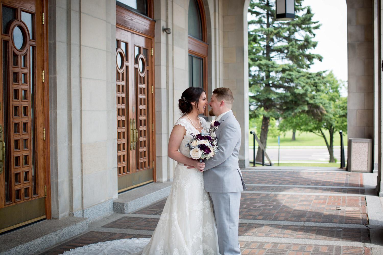 09-greysolon-ballroom-duluth-minnesota-summer-wedding-bride-and-groom-casual-fun-portrait-mahonen-photography.jpg
