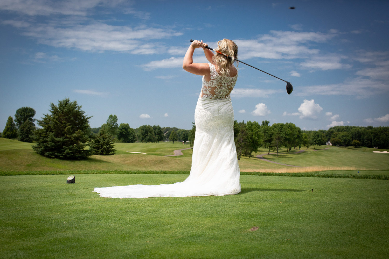 18-rush-creek-golf-course-bride-tee-off-golfing-mahonenphotography-mn-wedding-photographer.jpg