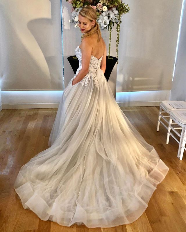 Have your Cinderella moment without turning into a pumpkin at midnight 😉👠🎃 #bride #MARGOgown #KFFall2019 #KellyFaetanini