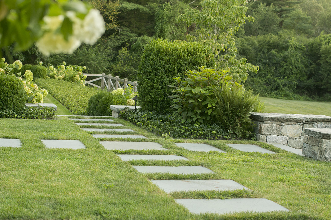 "LANDSCAPE ARCHITECTURE Dan Gordon Landscape Architects for ""Charles River Estate"" photo credit Neil Landino"