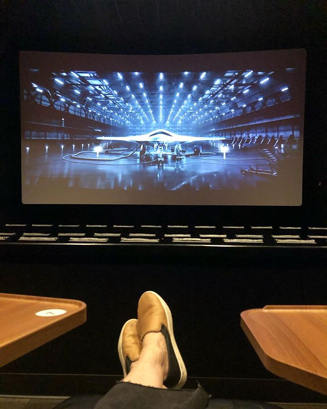 Kaayy...... this is kinda weird. I am the only one in this theater right now. Glad it's not a #horrorflick #creepy . Yup...just me and #bradpitt .