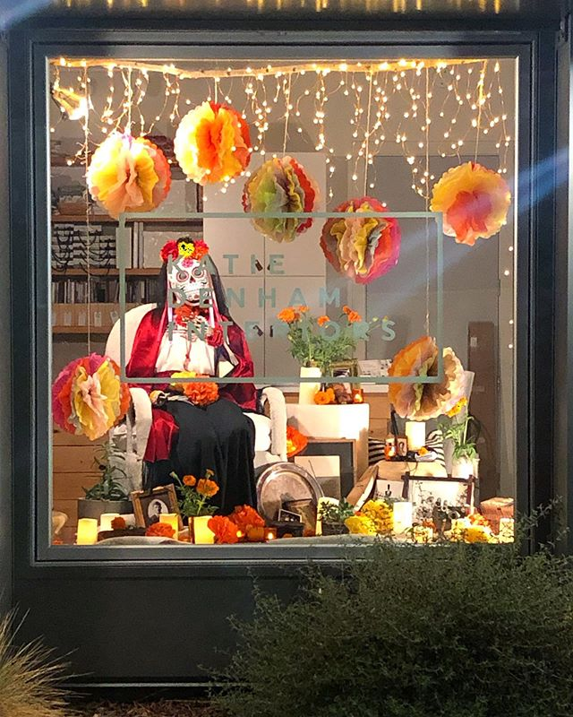 #oakpark #diadelosmuertos was packed with color, music, food, art, #catrinas , #diadelosmuertosaltar s, #skeletons #marigolds #paperflowers and #vintagecars . @katiedenham.interiors we spruced up our #windowdisplaydesign  and then went to #jointheparty !