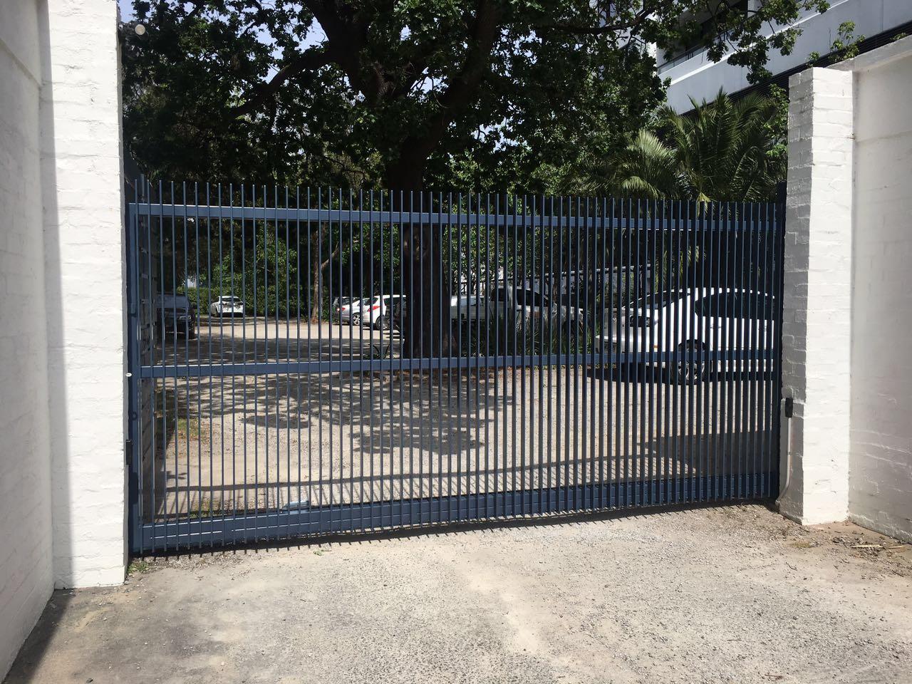 Steel Blade Cantilever Gate 4.jpg