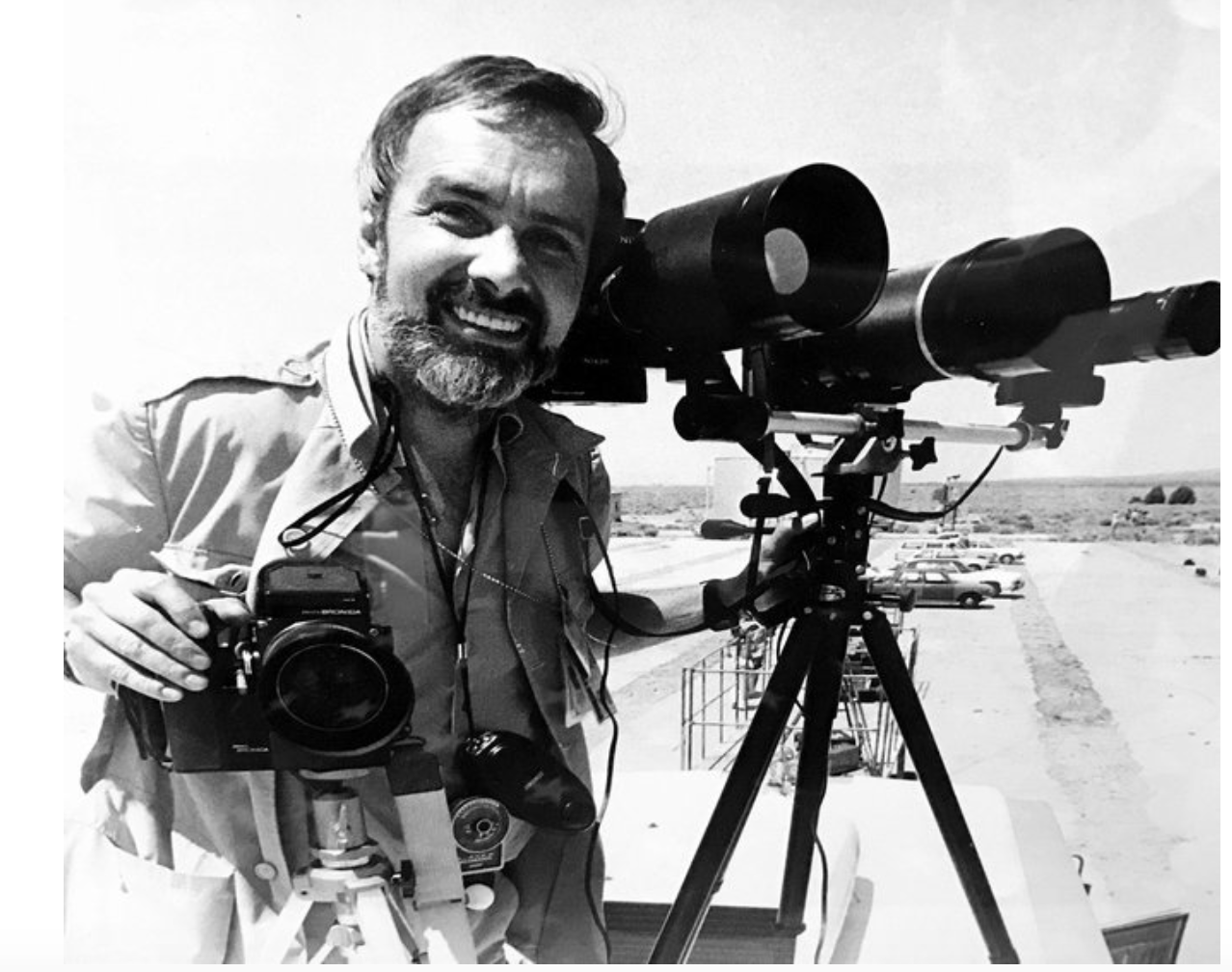 Ben Martin photographing the landing of the first space shuttle orbiter Columbia at Edwards Airforce Base, April 14, 1981.