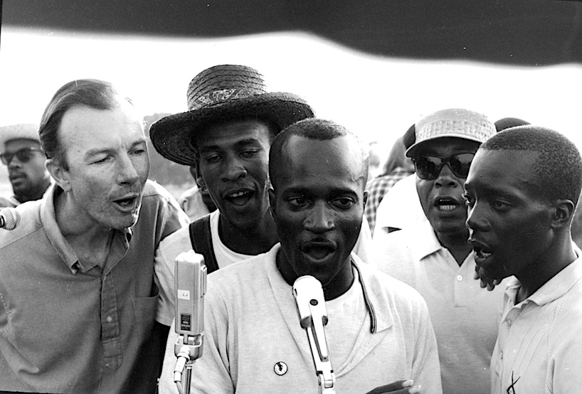 PETE SEEGER WITH ..SNCC023.jpg