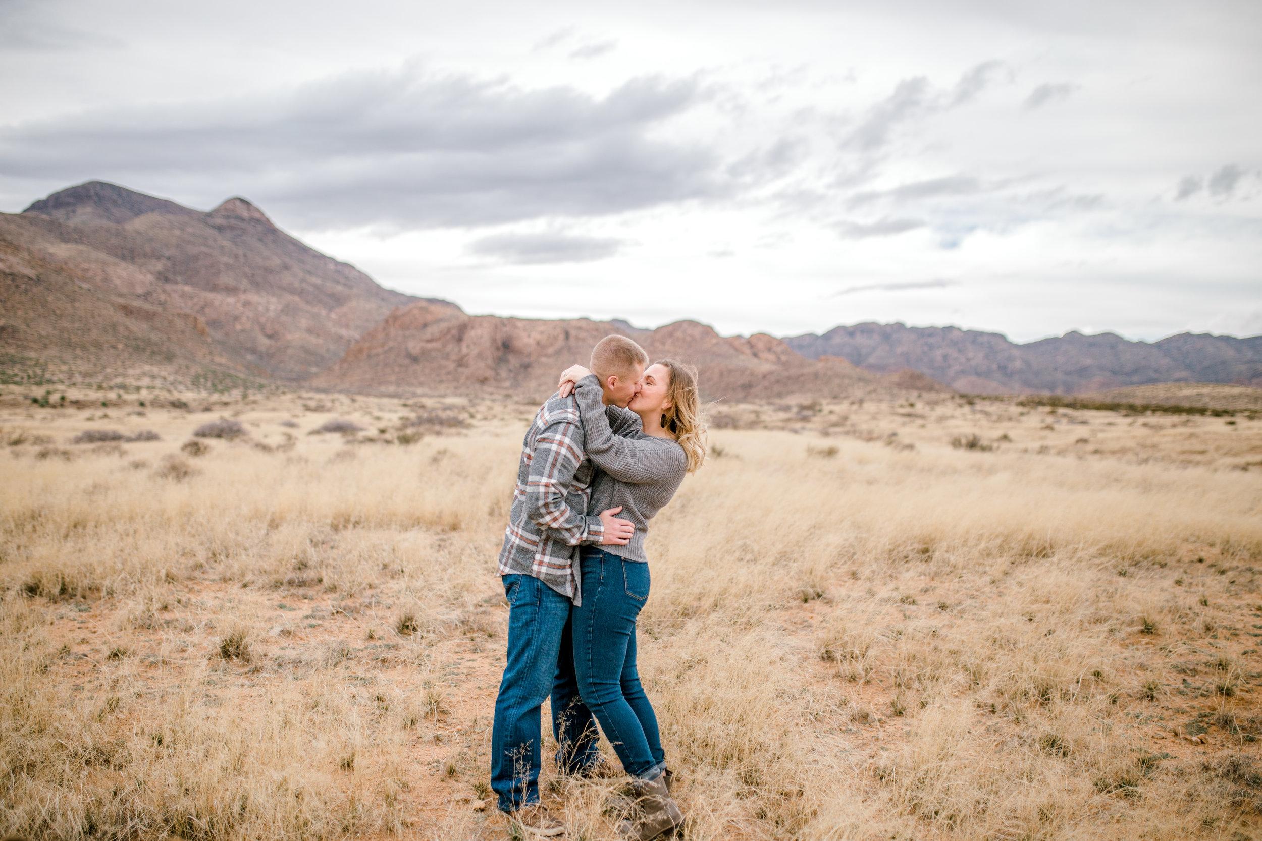 couples-franklin-mountains-el-paso-photographer-7