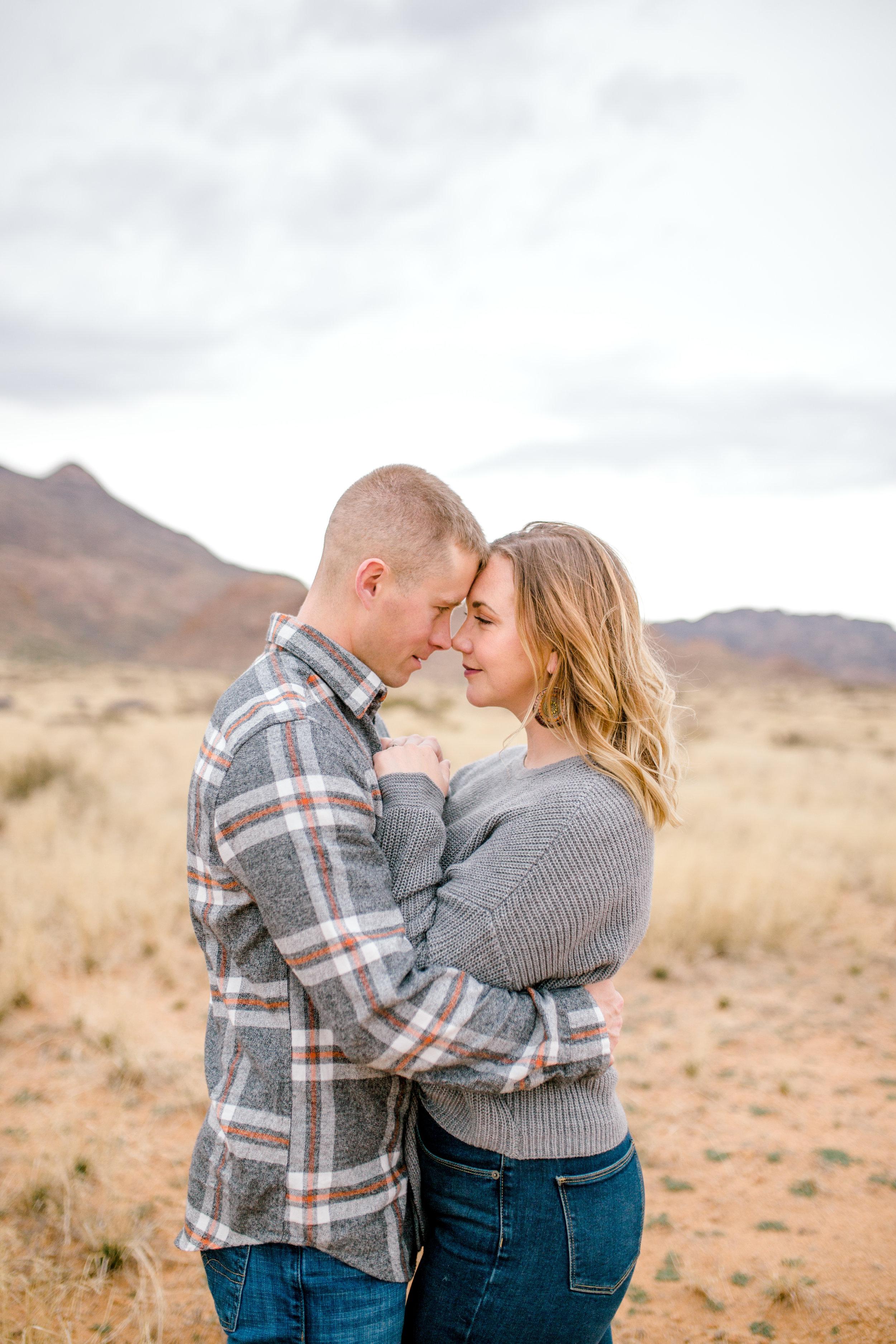 couples-franklin-mountains-el-paso-photographer-21