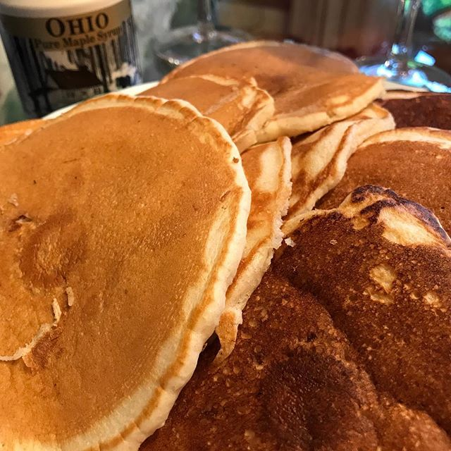 #sundaymorning #sundayfunday #brunch #pancakes #maplesyrup #deliciousfood #pancakebreakfast