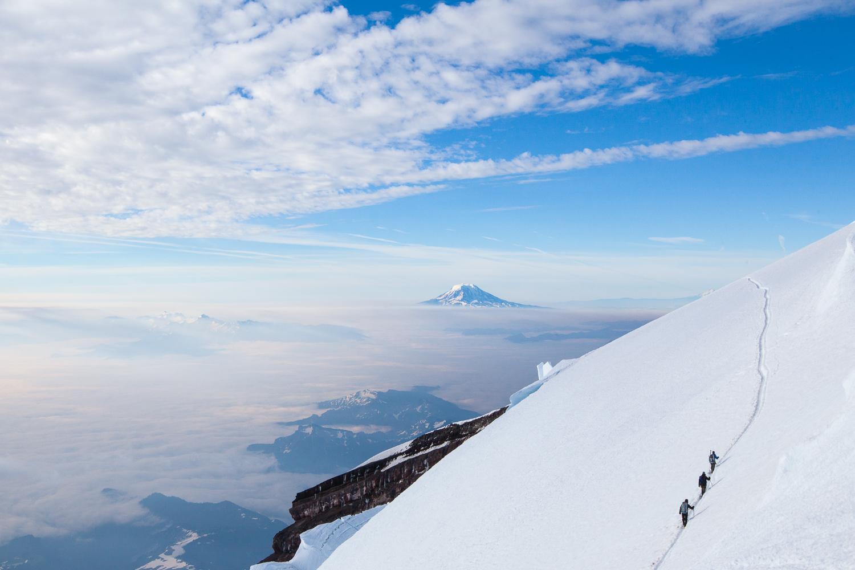mount-rainier-climbers-travel-explore-adventure