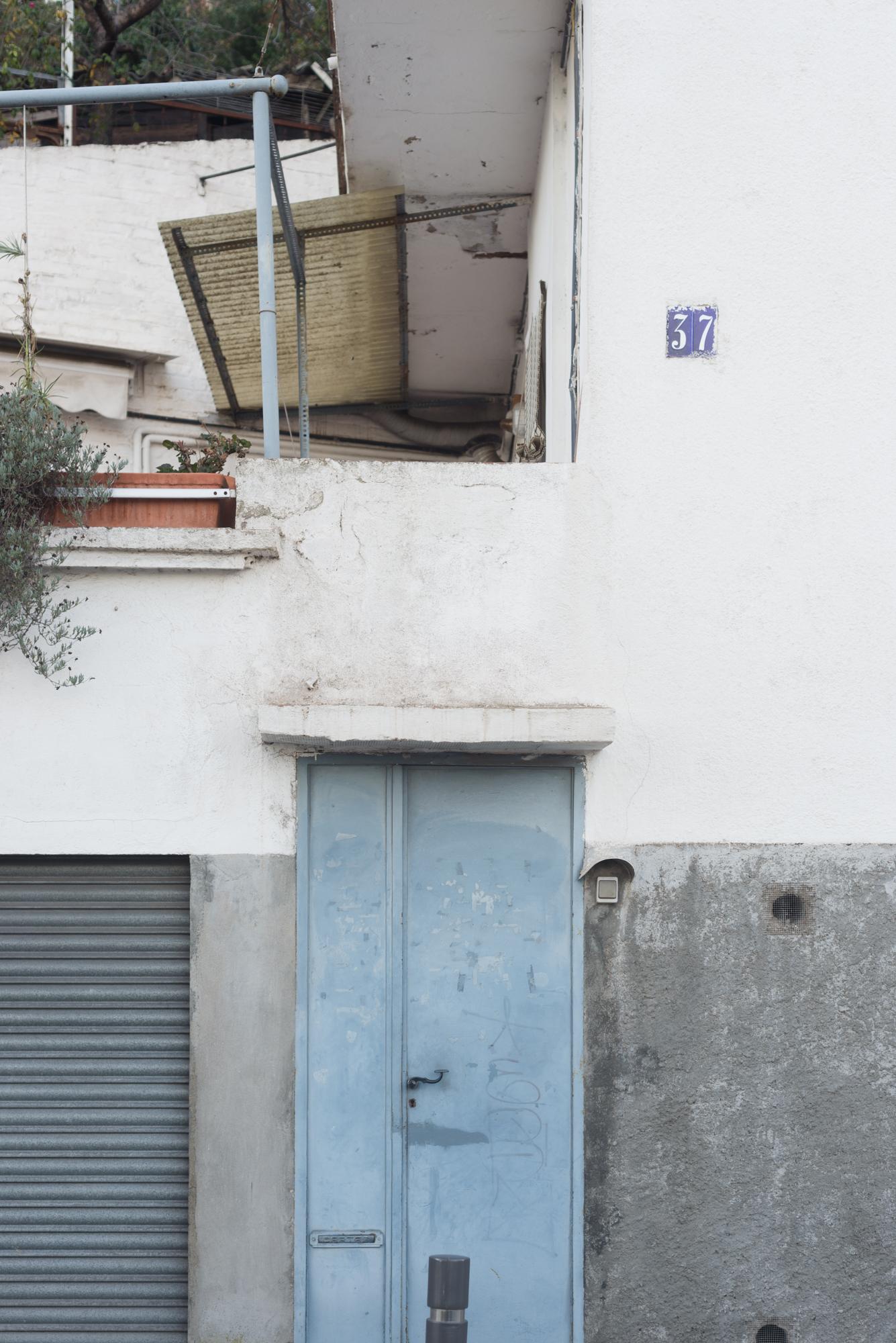 barcelona gracia door