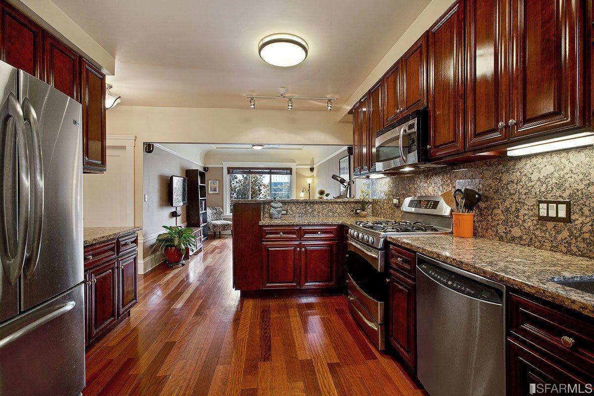 Pic 2 - Kitchen.jpg