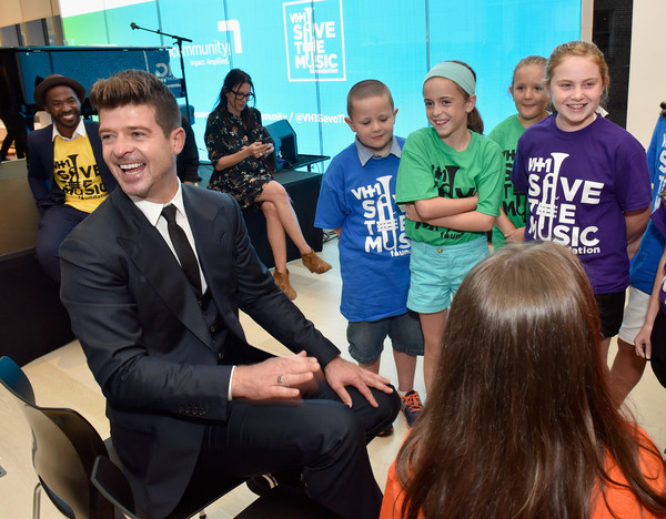 Robin Thicke Supports VH1 Save The Music