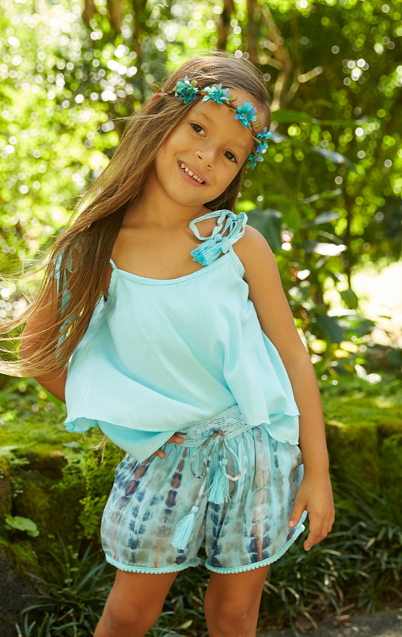 TOP BUZZY   Double layered top, shoulder ties with pom pom  100% RAYON | 2/3 | 4/5 | 6/7 | 8/10  –   SHORTS DEEPSEA   Elastic lace waistband, w/ pom pom drastrings and lace trim hem  100% RAYON | 2/3 | 4/5 | 6/7 | 8/10
