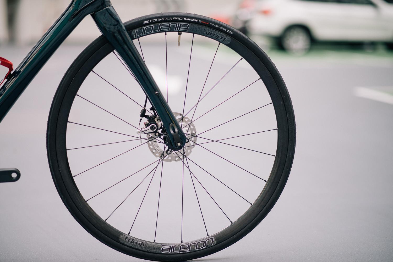 28mm Tubeless Tyre, Velocity Rim and DT Swiss Hub