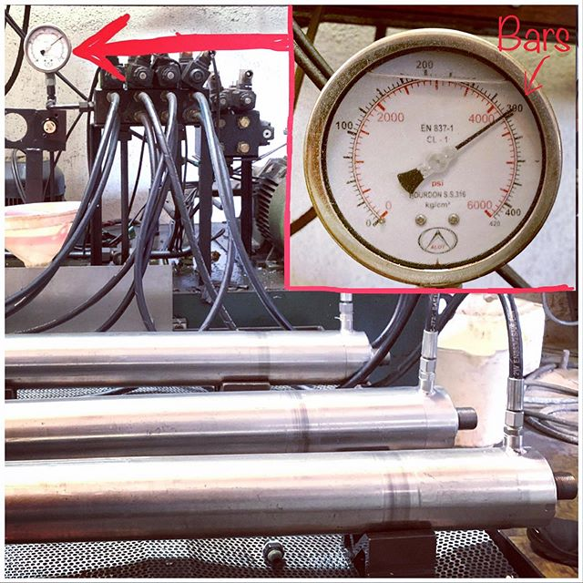 Pressure testing stainless steel hydraulic cylinders at 300 bars  #cgmp #hydrauliccylinder #stainlesssteel #qualitycontrol