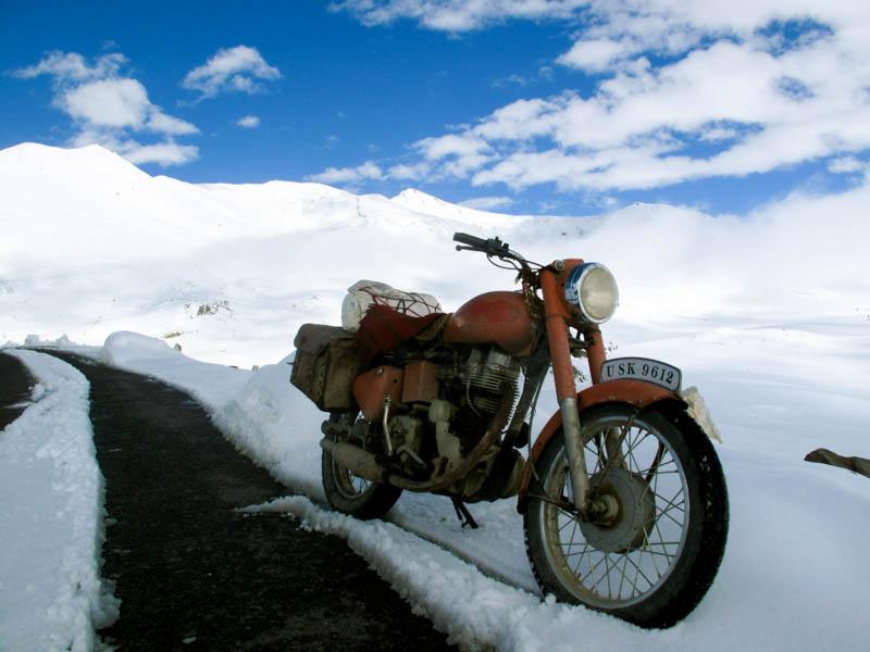 Royal_Enfield_Snow