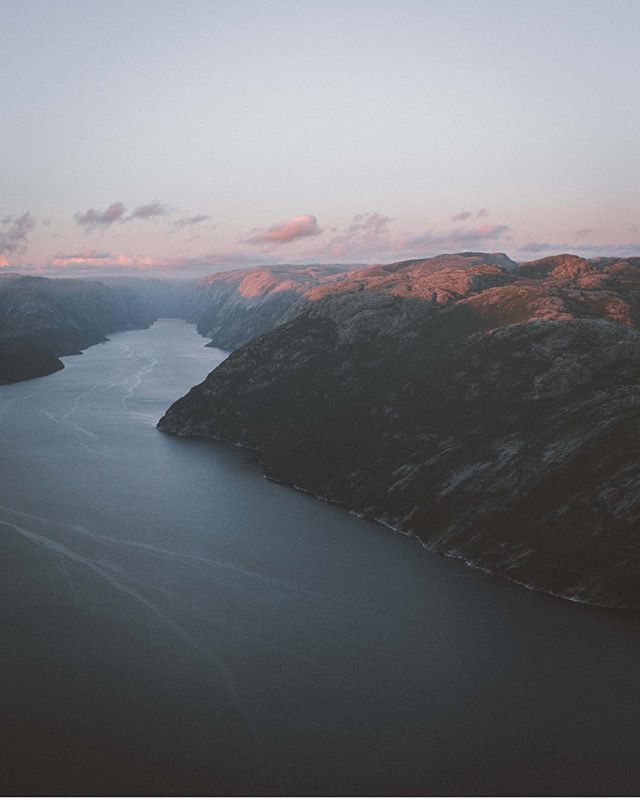 Hey guys! @youriizz here for a takeover. I took three pictures from my recent trip in Norway. We went to the Preikestolen (Pulpit Rock) with a friend to camp and see the sunset/rise. The sunset took place at around 10pm (yeah we were close from the north pole) The last lights on the Lysefjord were just amazing. #honongacrew