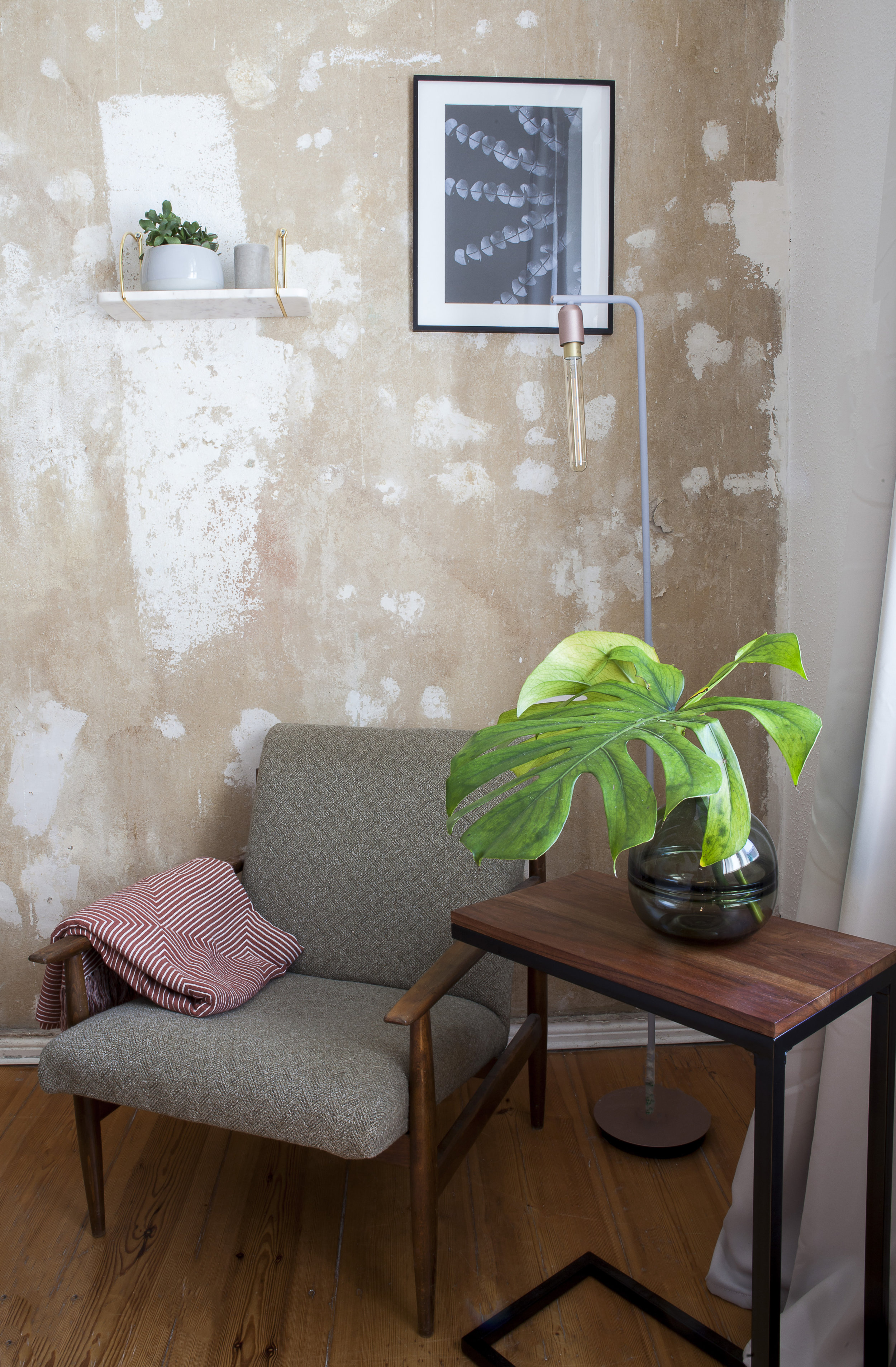 mid-century design chair in private coliving room in Berlin Charlottenburg