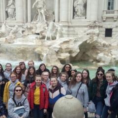 Trevi fountain group.jpg