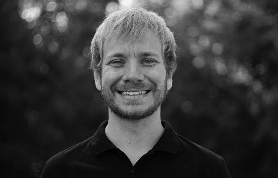Riki Neufeld ist Jugendpastor der Konferenz der Mennoniten in der Schweiz (KMS). In Zusammenarbeit mit dem Bienenberg organisiert er Bildungs- und Begegnungs-angebote für junge Menschen.   riki.neufeld{at}bienenberg.ch