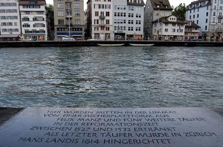 Gedenktafel an der Limmat für hingerichtete Zürcher Täufer