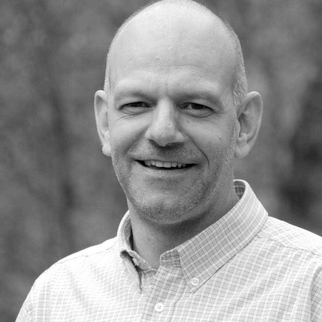 Lukas Amstutz  Mennonitischer Theologe (MA, University of Wales). Seit vielen Jahren unterrichtet er Friedenstheologie, Dozent und Leiter des Bildungszentrums  Bienenberg, Schweiz