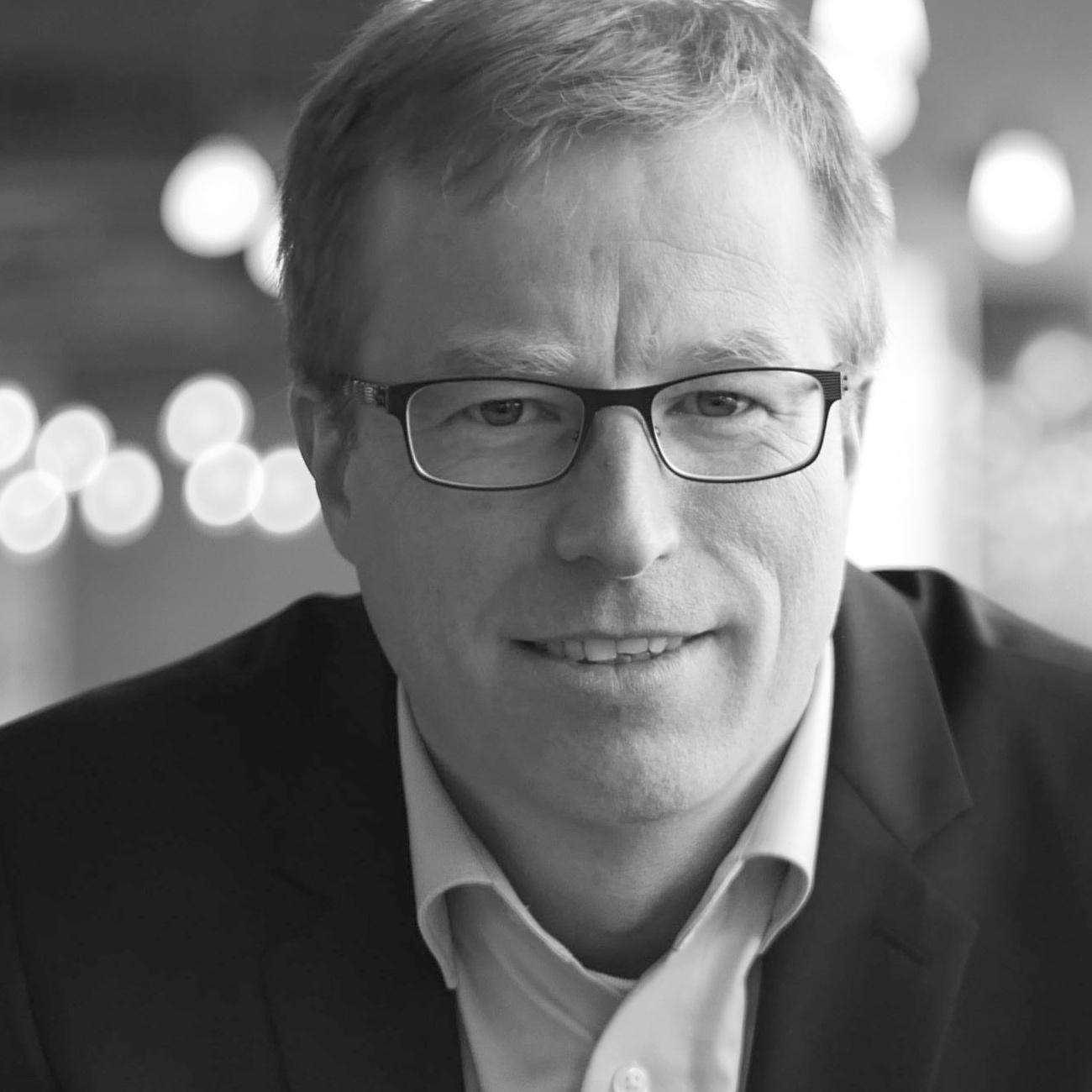 Dr. Marcus Weiand  ist Studienleiter dieses Seminars, (Ph.D., King's College, London) ist als TCK in Peru aufgewachsen und arbeitet heute als Dozent und Berater am Institut für Konflikt-Transformation ComPax am Bildungszentrum Bienenberg, Schweiz