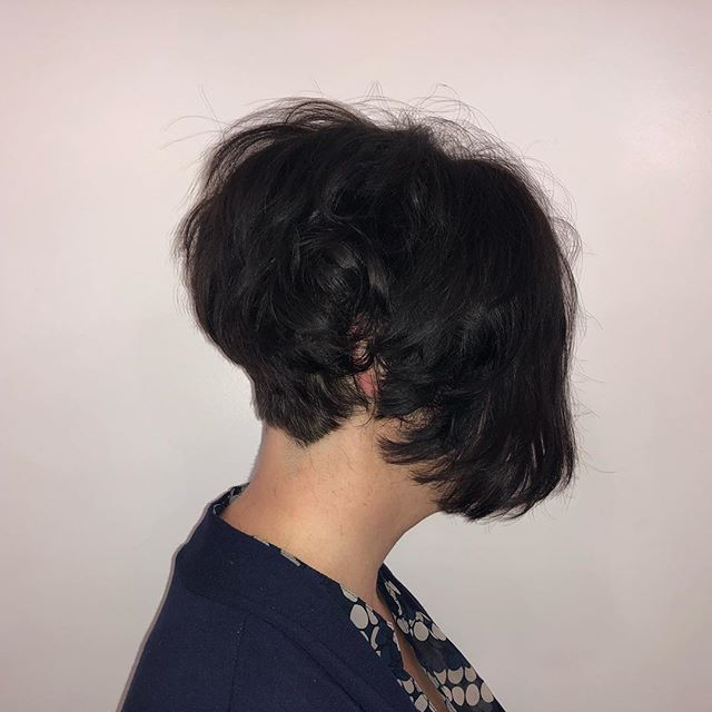 This short choppy look gives her so much volume 😍😍 • • • • #shorthair #choppyhair #hairstyle #haircut #pretty #short #hair #bridgewater #bridgewaterma #salonma #masalon #salon