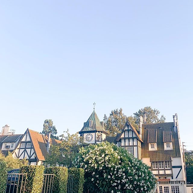 Solvang is a magical little place. ✨Tonight I'm completely overwhelmed by joy, love, life, & blessings. I'm here for work and missing my little & my hubby tons (thank heavens for FaceTime) but also I am so happy that I get to do what I love. Living out my purpose to inspire & create, it's a dream come true! ✨Can't wait for tomorrow, head on over to @coutureevents to see what I'm up to!