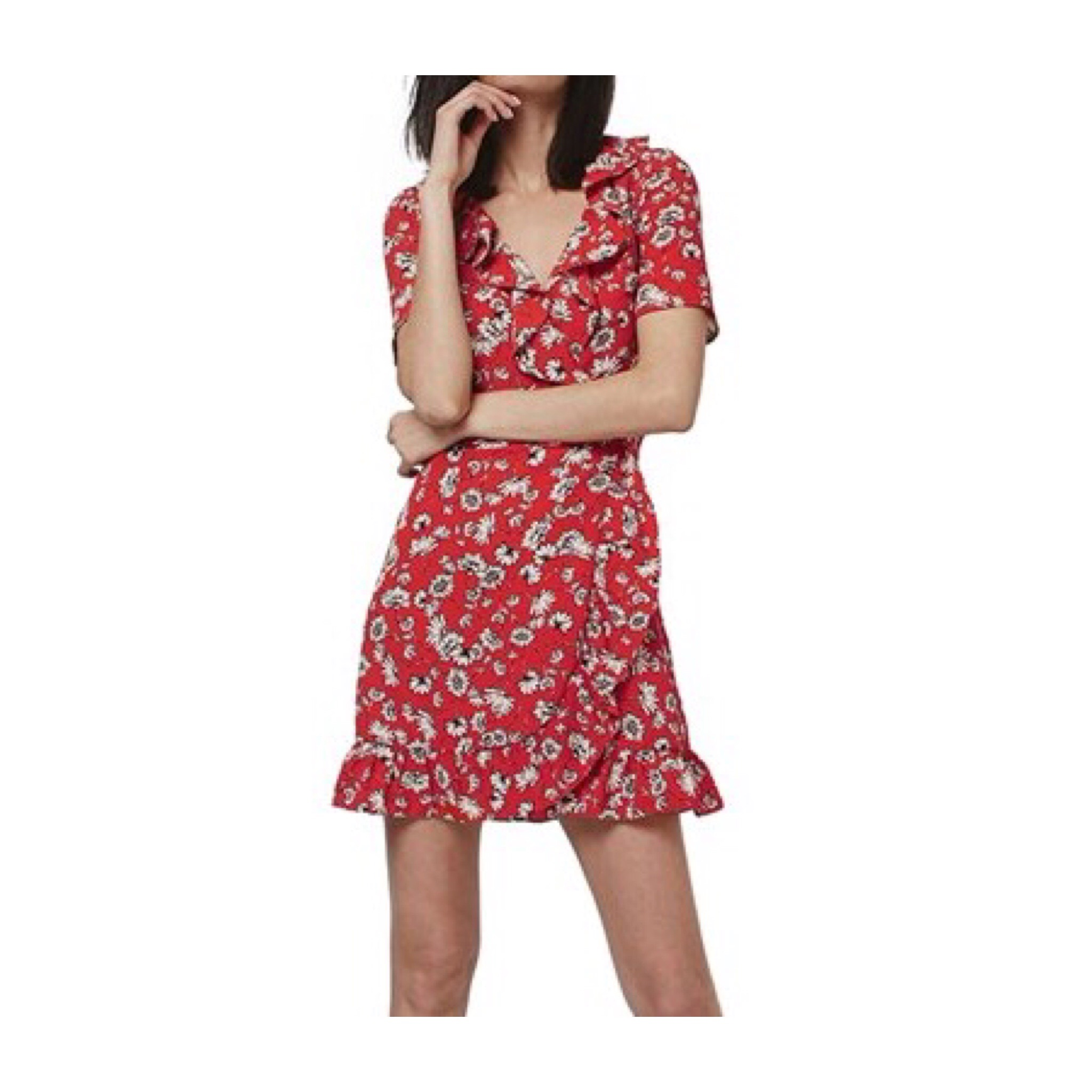 Topshop Tea Dress ... Being a bit of a tomboy I'm not usually one for a short pretty dress but I love this one from Topshop. Super flattering and can be worn with a pair of sandals for a lovely summer feminine look.