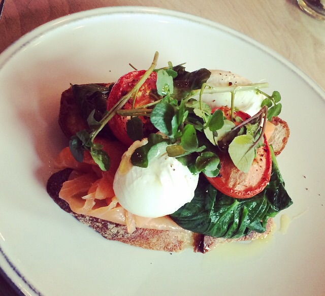 Oak smoked salmon, slow roast plum tomatoes, spinach & poached egg in sourdough toast
