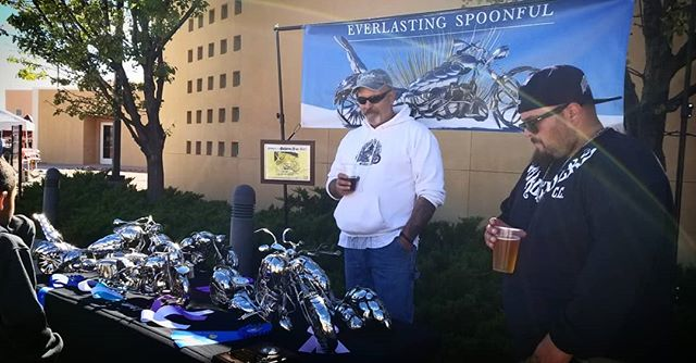 Working hard at hardly working. Down at the car show at NMSU in Alamogordo today, showing off my girls, and enjoying my spot next to @cloudcroftbrewing  #SpoonMotorcycle #EverlasingSpoonful #art #sculpture #AmberAle #Motoart #JamesRice #motorcycleart #chopper