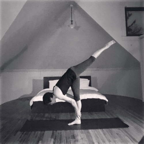 A standing split I feel strong and steady in, but boring by IG standards. ;) im ok with that