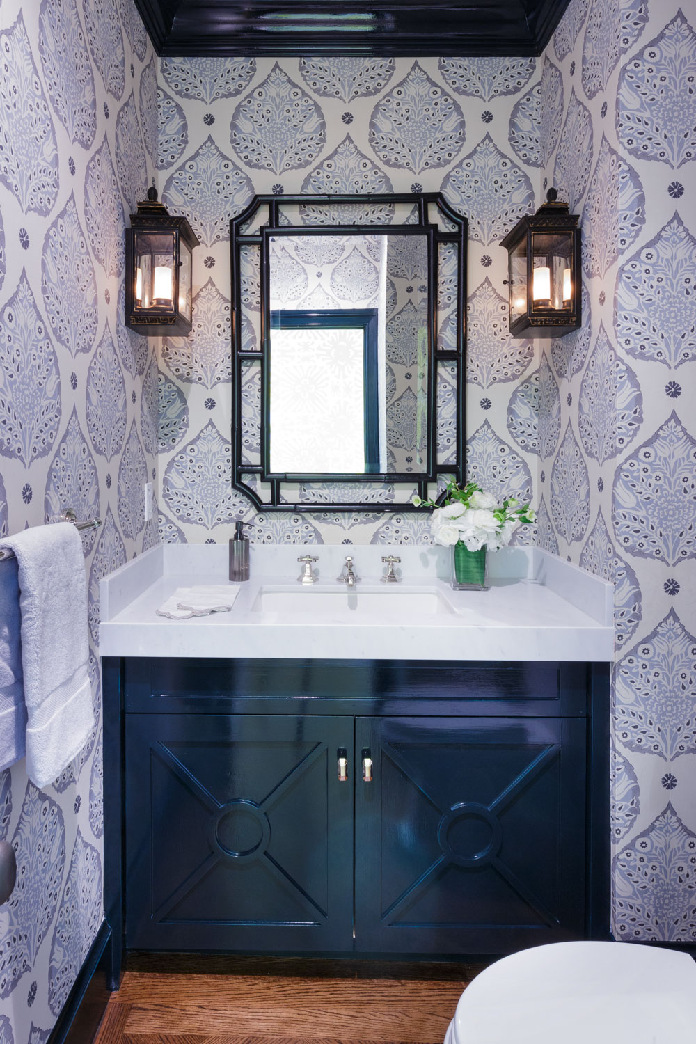 powder room with navy lacquered cabinet