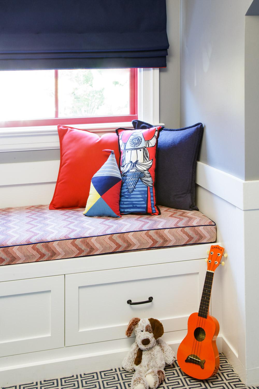 window seat in bedroom